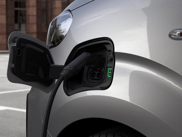 Peugeot e-Expert aufladen